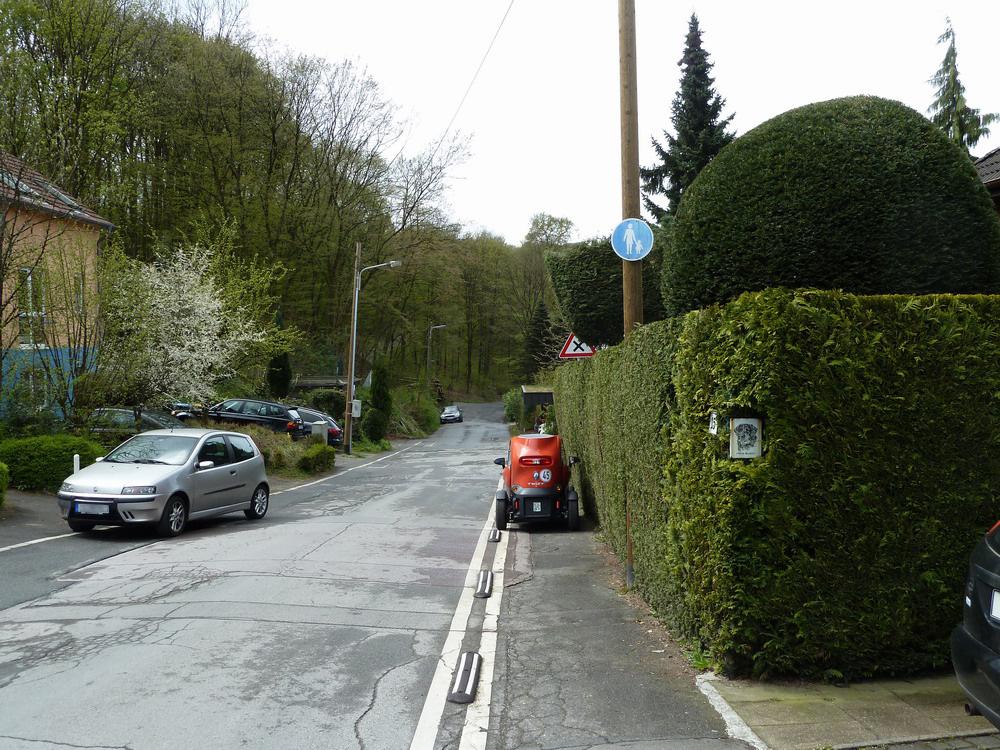 Parken auf Geh- oder Radwegen länger als eine Stundezusätzlich mit Behinderung: 35 €