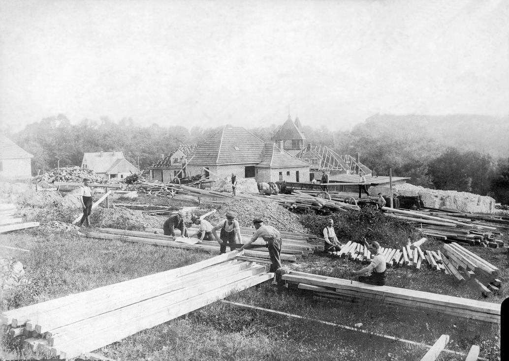 Bau der Kriegsinvaliden -und Kriegerwitwensiedlung Bergfrieden