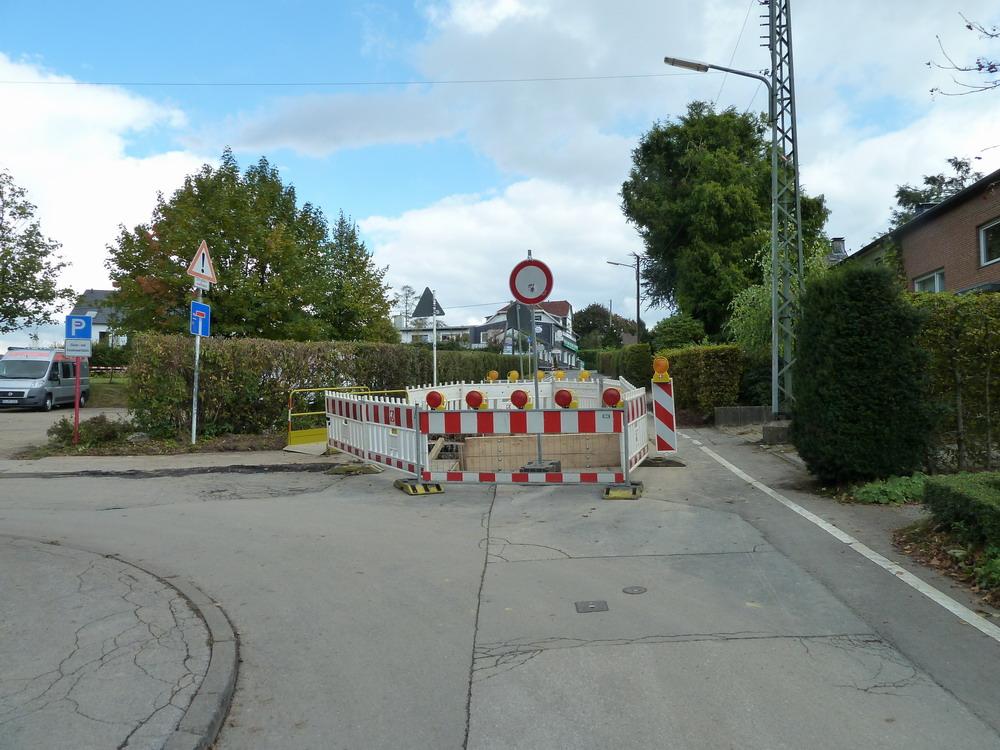 Baustellenbedingte Sperrung des Böhler Wegs in Höhe Bundeshöhe.